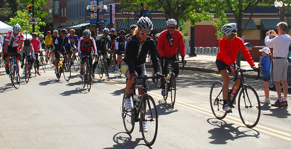 Chaucey Edwards, Sports Garage team, and others join the Colorado League Cyclefest ride with Tom Danielson, Garmin-Barracuda.