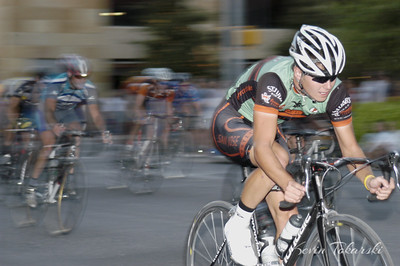 Tyler Jewell, AMLI Crit, Austin TX - October 22, 2005. Selectively focusing on Tyler while panning and using a flash makes the chasing riders seem surreal.