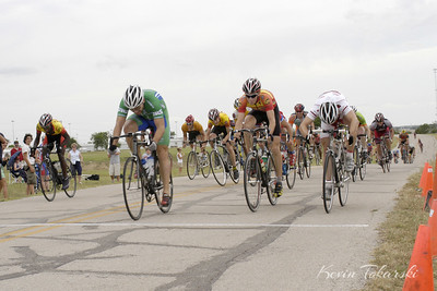 Joseph sprints for third place at the GS Tenzing Crit in Fort Worth, TX, May 28, 2006.