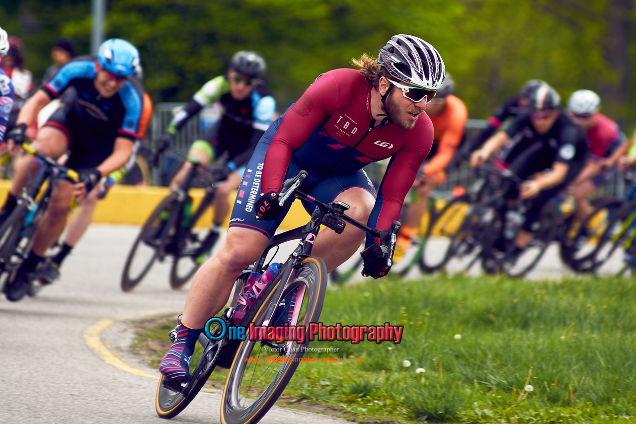 IMAGE: https://photos.smugmug.com/Cycling-Races/2017-Race-Season/CRCA-Orchard-Beach-Crit-5717/CRCA-Orchard-Beach-Crit-Men-Cat-2-and-3-5717/i-28VkK2X/0/03bd0a6a/X2/orchardbeachcrit1_1829cat23-X2.jpg