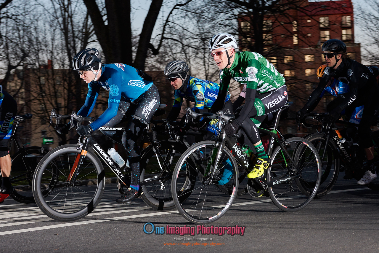 IMAGE: https://photos.smugmug.com/Cycling-Races/2018-Race-Season/Castelli-Race-Series-42218/i-xCVcBJV/0/93dc5ad1/X2/castellirace_4_22_18_0082-X2.jpg