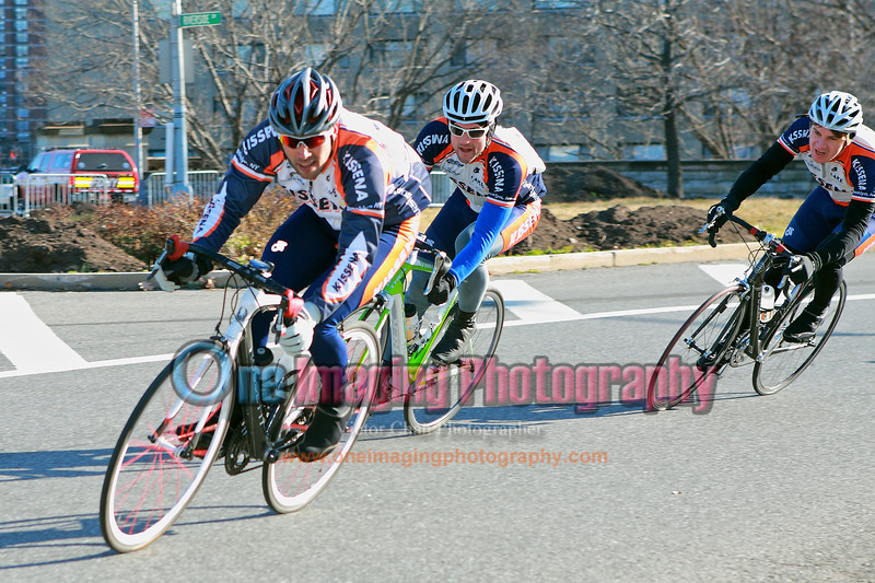 Kissena is determined to control the race, lap 10.