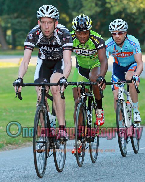 3 riders in pursuit.