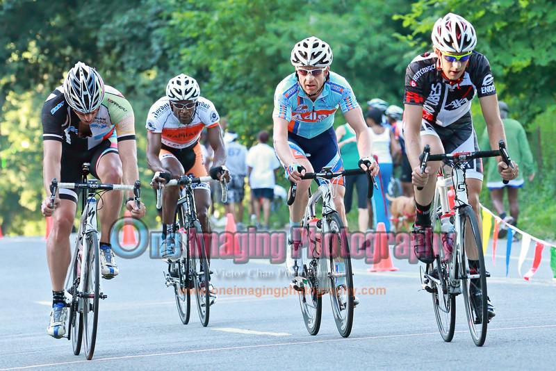 The 4 men break on the 8th lap with only 8 sec gap.