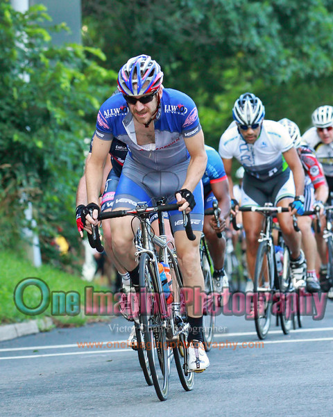 Dave keeping the pace high on the climb.  An attack went off with a 3 sec gap.