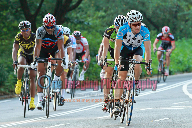 On the 3rd lap, the rest of the field.<br />  Brooklyn Grand Prix 7/9/11 > Pro 123