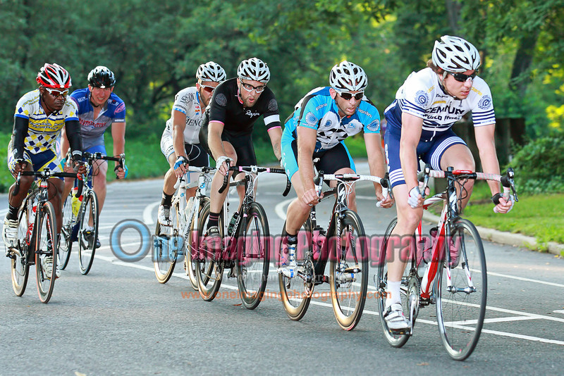 The 6 men break by lap 3.  They were eventually caught with less than 1k to go.<br />  Brooklyn Grand Prix 7/9/11 > Pro 123