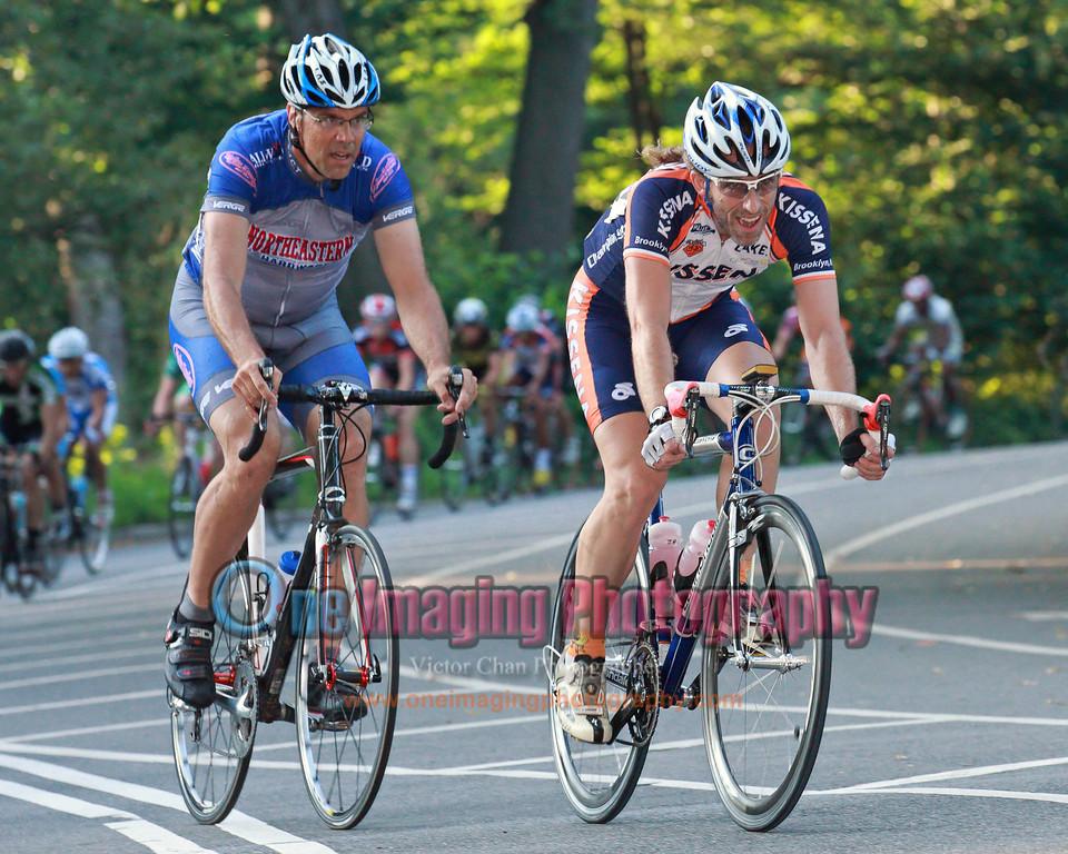 Riders begin chasing now.<br />  Lucarelli & Castaldi Cup race 6/26/11 > Pro 123