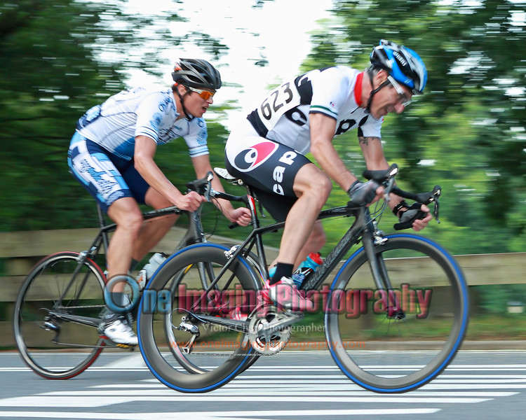 On the 6th lap, Jeff and Mike from SIggis NYvelocity decided to give it a go right after the climb.