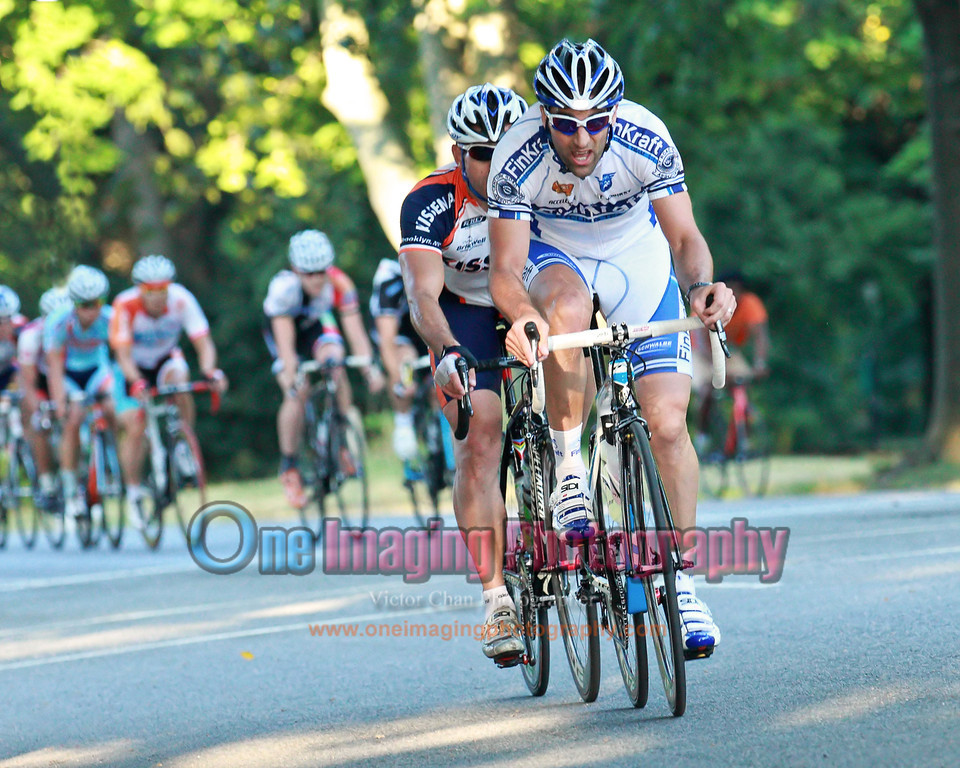 On the 4th lap, Paul from Finkraft and Lenny from Kissena attacking near the Temple.