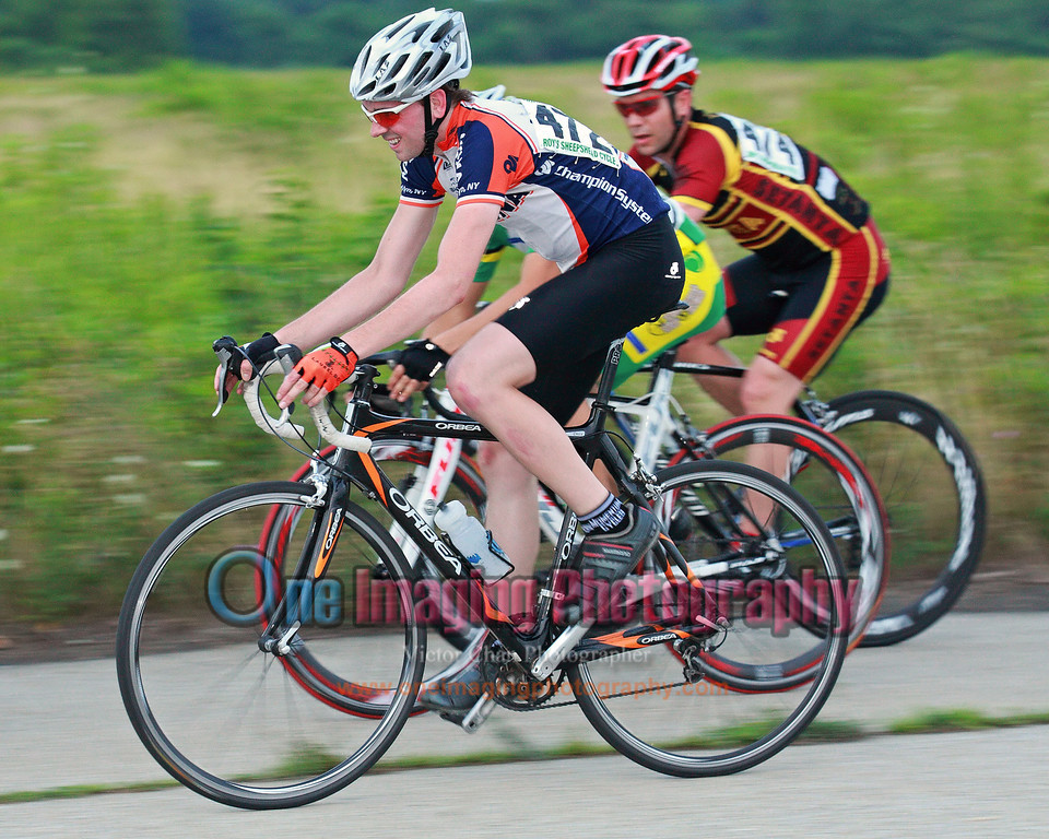Josh trying to stay in contact with the field with 1 to go.<br />  Team United Thursday Night Race 7/28/11 > Cat 3 and 4
