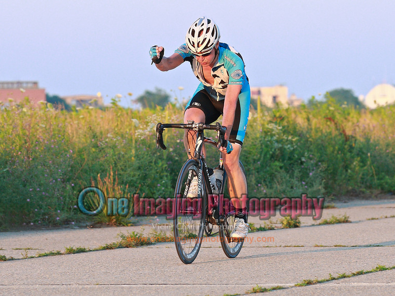 Jon took the win.<br /> Tuesday Night Race at FBF 7/5/11 > Cat 3 and 4