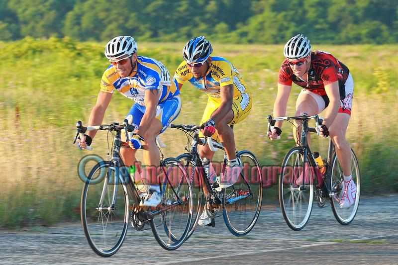 On the 6th lap, 3 riders were in the front.