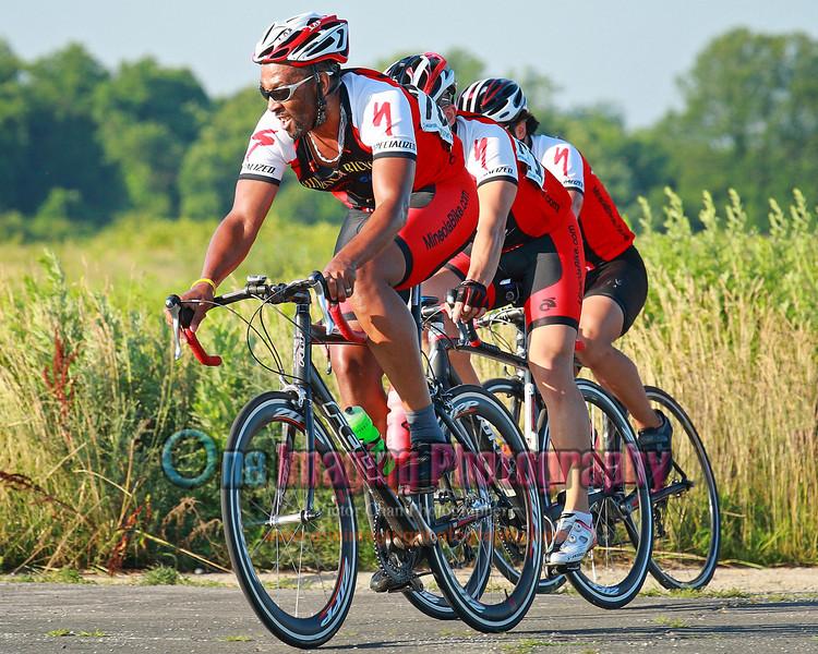 Team Mineola Bike chasing down the 2 riders.  Lap 3.