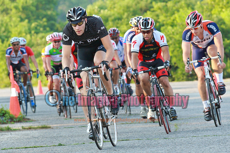 Mineola Bicycle have enough riders to desist any chase effort. Lap 1.<br />  Tuesday Night Race at FBF 7/20/11 > Cat 5