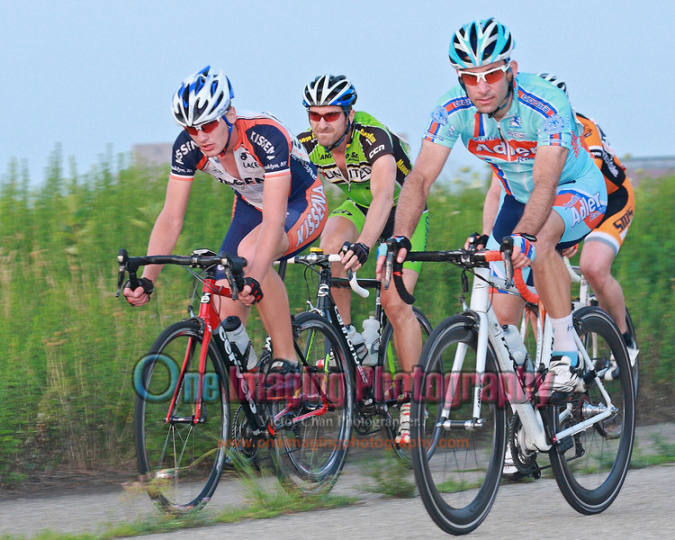 with 2 to go, the front of the field.<br />  Tuesday Night Race at FBF 7/20/11 > Pro123