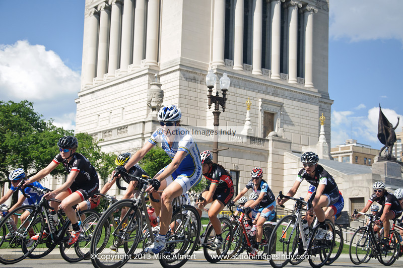 Elite Women race past the War Memorial on a beautiful day in downtown Indy.    IndyCrit_2013-4933