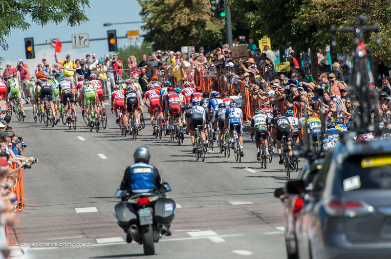 the peloton scrambles up a hill in downtown Denver, Stage 7, 2014 USA Pro Challenge