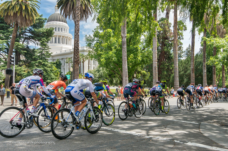 palm trees line the grounds  of the California state capitol as the  women race the 20 lap criterium during Stage 4, 2016 Women's Tour of California