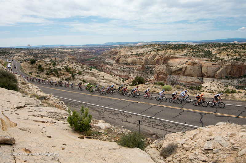 the peloton climbs up hwy 12 overlooking the Calf Creek falls area, Stage 2, 2016 Tour of Utah