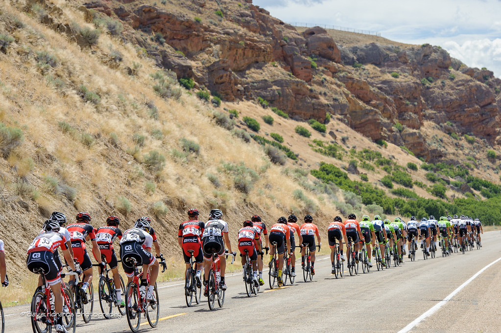 The peloton stretches out under sandstone outcroppings above Echo, Utah. Stage 6, 2016 Tour of Utah. Photo by Dave Richards, daverphoto.com