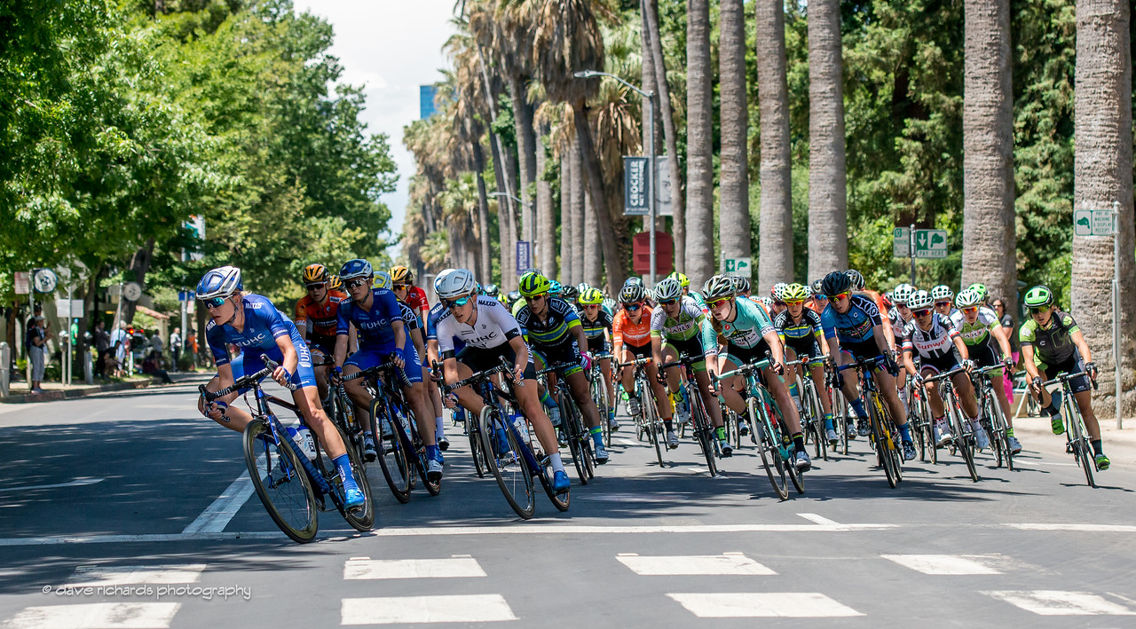 The pack leans into a tight turn during the Women's Stage 4, 2017 Amgen Tour of California (Photo by Dave Richards, daverphoto.com)