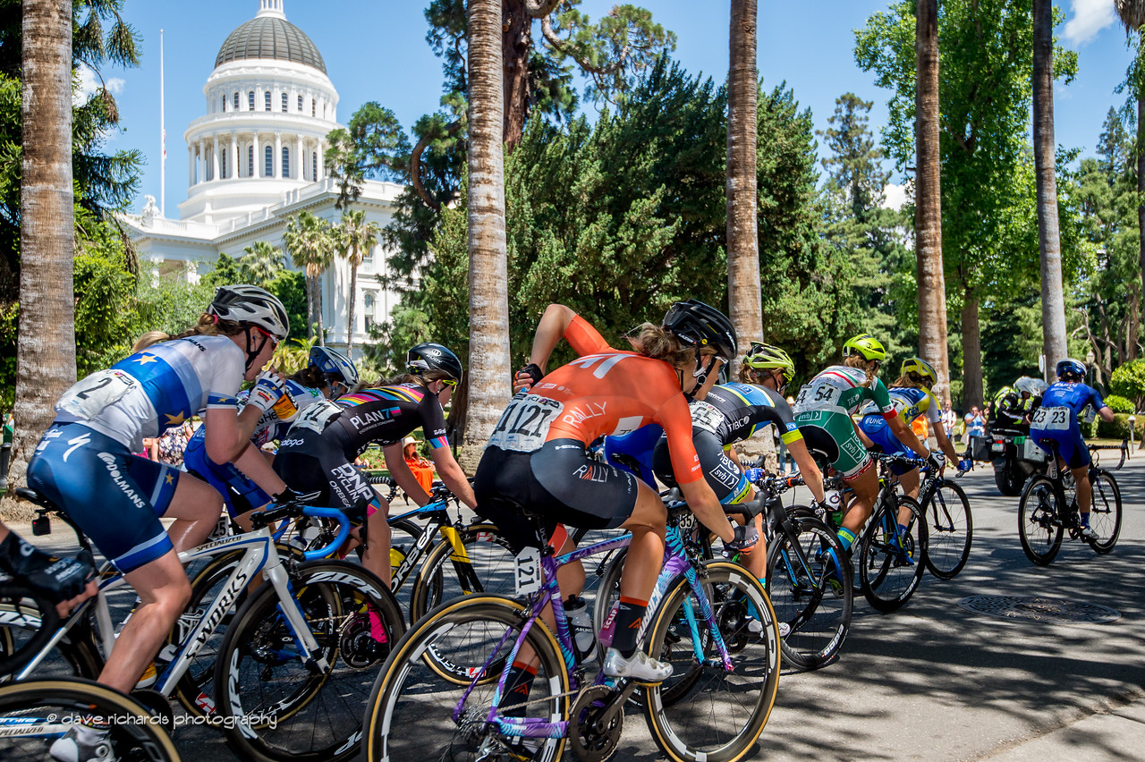 The California State Capitol Building forms the backdrop for the Women's Stage 4 in downtown Sacramento. 2017 Amgen Tour of California (Photo by Dave Richards, daverphoto.com)