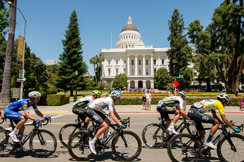 The peloton passes by the state Capitol on the final circuits for the finish of Men's Stage Seven, Sacramento, 2018 Amgen Tour of California cycling race (Photo by Dave Richards, daverphoto.com)