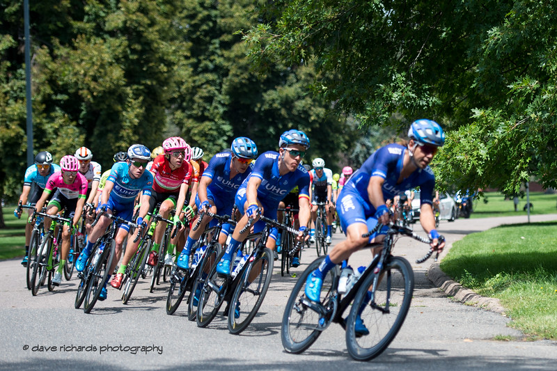 The peloton banks for a tight turn in City Park. Men's Stage Four, an 8 lap circuit race around downtown Denver. 2018 Colorado Classic cycling race (Photo by Dave Richards, daverphoto.com)