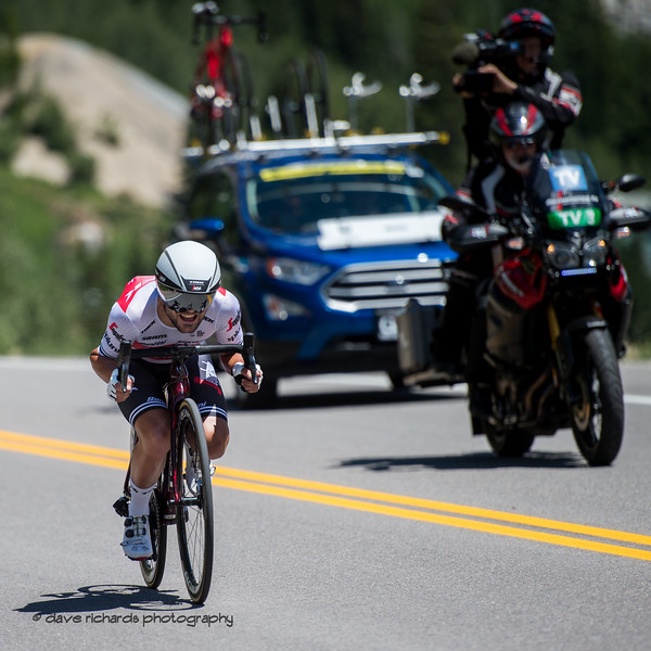 TV Moto and Team Car follow a Trek-Segafredo rider on the descent of the Prologue at Snowbird, 2019 LHM Tour of Utah (Photo by Dave Richards, daverphoto.com)