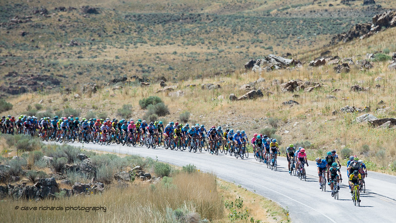 The peloton rolls along Antelope Island State Park. Stage 3 - Antelope Island State Park to North Salt Lake City, 2019 LHM Tour of Utah (Photo by Dave Richards, daverphoto.com)