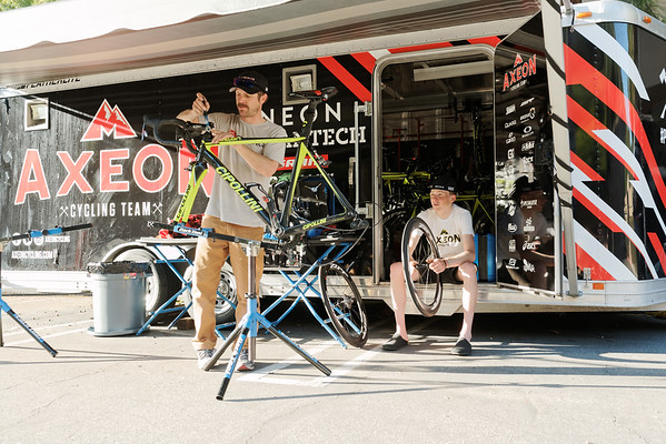 Tao Geoghegan-Hart & Team Mechanic, Eric Fostvedt working on bikes between rides.