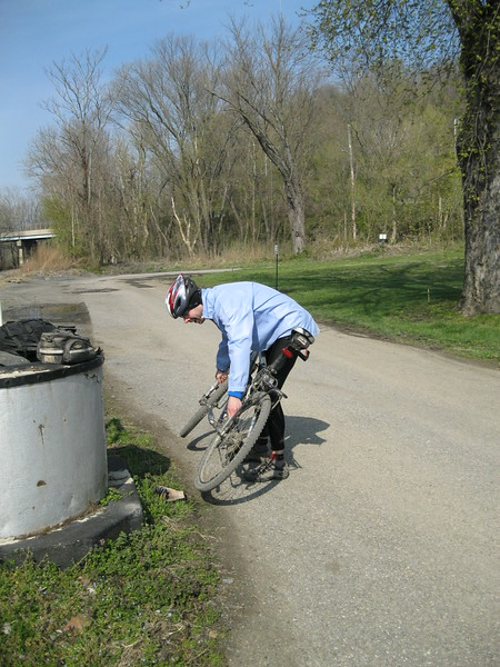 Pavel fixing the only puncture we sustained in 200 miles at Point of Rocks.