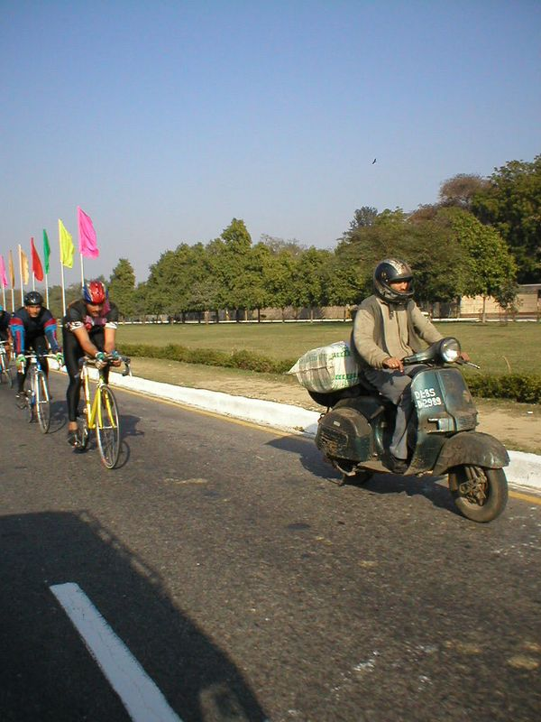 After three weeks of old and slow (but very productive) bicycles, I didn't expect to see these on the last day in India