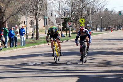 Finish Sprint in Cat 3/4 Men's Race