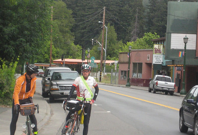 Don and Willy Nevin in Guerneville (2009 SFR 600k, photo Brian Chun)