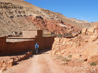 From Anemiter, it is one long green valley in the direction of Ait Benhaddou. Small villages and one piste road that goes up and down.