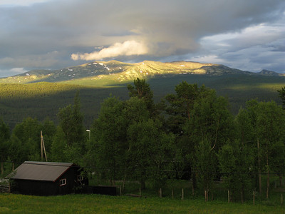 view from the hut in Skabu (looks promising weather for the next day)