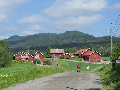 en route from Oslo to Jevnaker, a nice gravel road