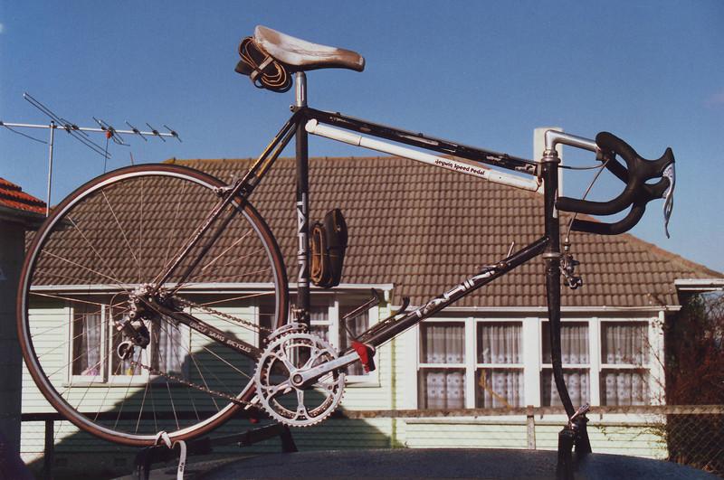 Road bike on Car Musick Point (1)