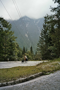 18 km uphill to the Vrisc pass, nr 1 hairpin at 911 meters (pass at 1611 m)