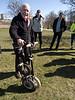 Svenska Microbike, som inte säljs längre sedan ett bra tag (20år?), synd att det inte funkade i Sverige och aldrig vidareutvecklades. OK att cykla på, fast leksakshjulen säger lite om kvalitén. Starkasta punkten är att det går riktig fort att vika den, se nästa filmen.<br /> <br /> The Swedish Microbike is no longer sold since approx. 20 years. Shame the concept didn't succeed in Sweden. Ok to ride on, although the toy like wheels are so-so quality. Its strong point is that it is a very fast fold, see the next video