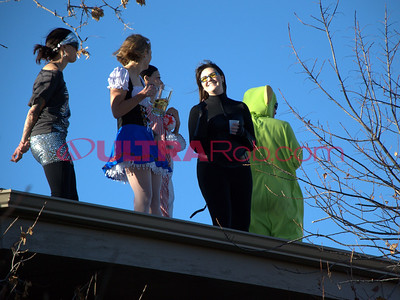 Spectators on the Roof