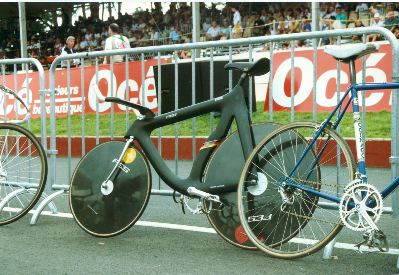 East German 4000m Pursuit Bike (GDR) Lyon 1989 (1)