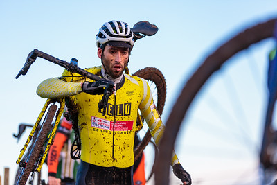 Ian Field Shouldering his Bike Cyclocross National Trophy 2019 - Round 6