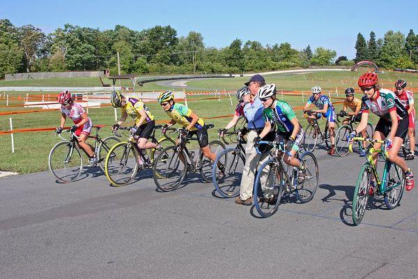 2005 Michigan UCI Cyclocross Race<br /> Elite Women's Start