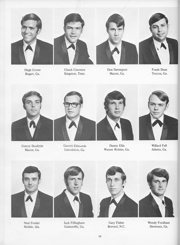 The Cypress Knee, 1971, Seniors, Hugh Crowe, Chuck Currence, Don Davenport, Frank Dean, Guerry Doolittle, Garret Edmunds, Danny Ellis, Wilard Fell, Neal Fender, Jack Fillingham, Gary Fisher, Wendy  Fordham, pg. 18
