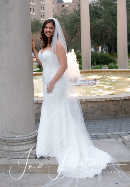 bridal session tips, Hermann park bridal session, bridal portraits, wedding dress, bridal pictures in Hermann park, Mecom fountain