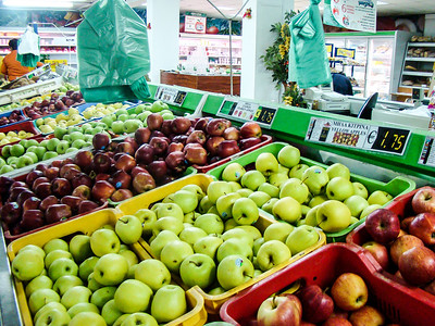 Apples in the supermarket