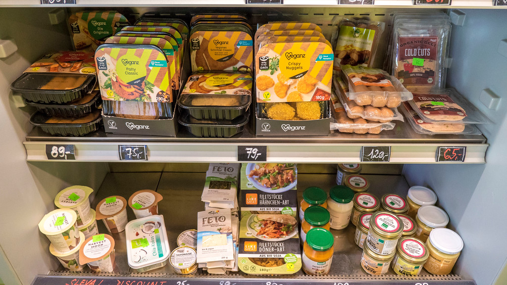 Puro Shop Prague - Puro Bistro - Veganz Prague - Vegan grocery store in Prague
